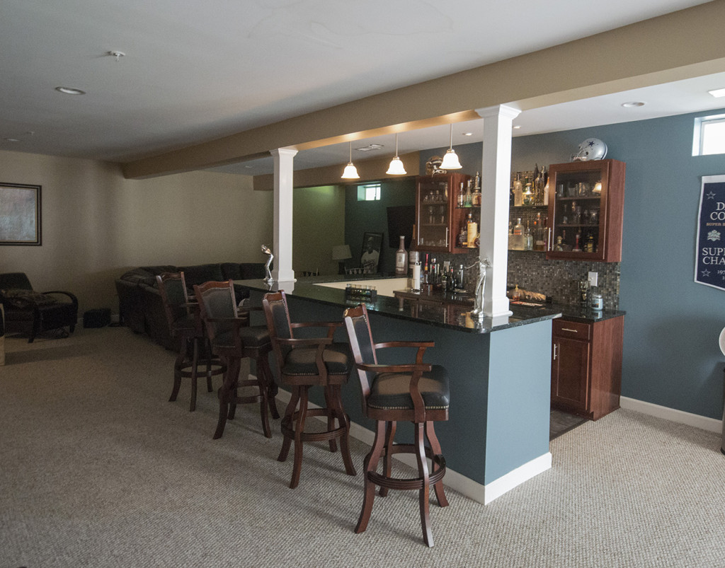 Basement wet bar01
